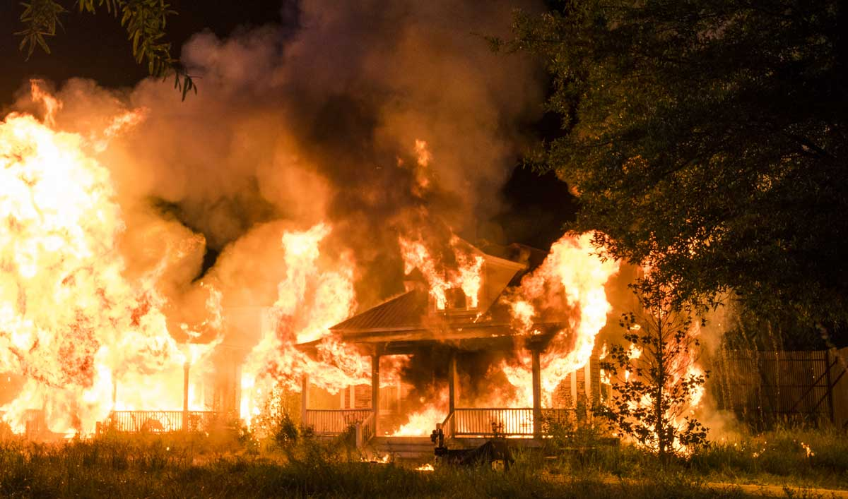 Go BTS of the Full-Scale Destruction in <em>The Walking Dead</em> Mid-Season Finale
