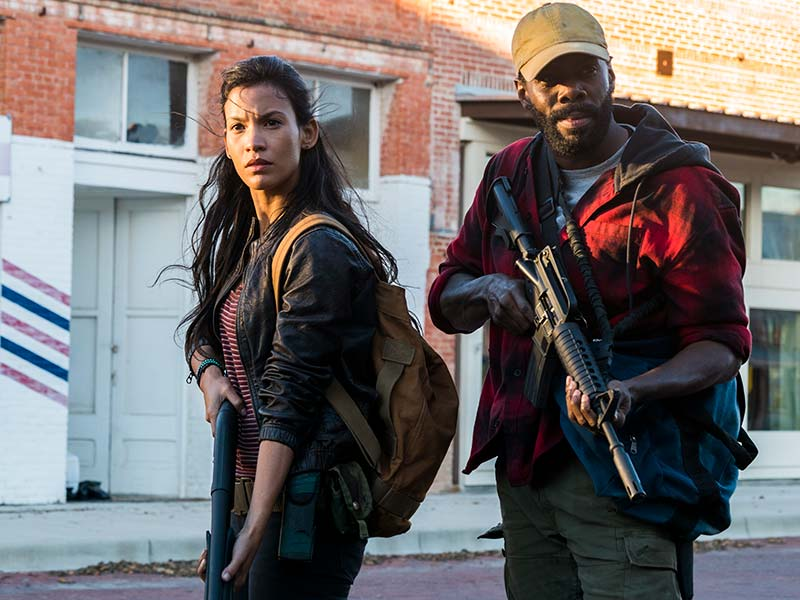 fear-the-walking-dead-episode-402-luciana-garcia-strand-domingo-800×600-photos