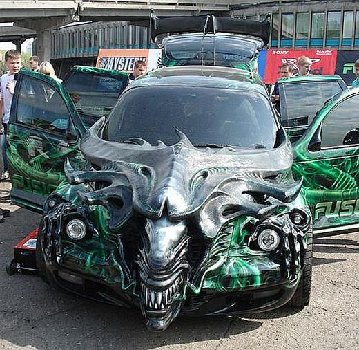Alien queen car russia-thumb-520x506.jpg