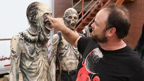 The cast and crew of The Walking Dead describe how the flooded basement scene in Episode 502 was created.