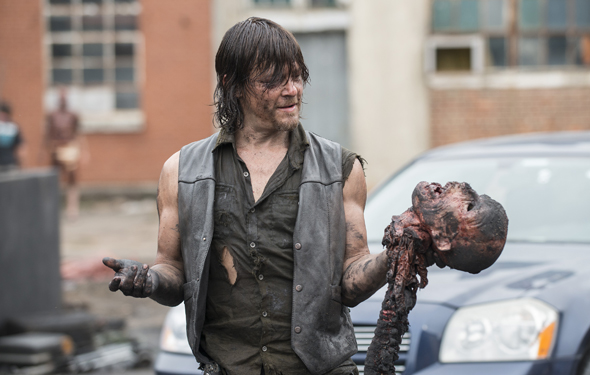 the-walking-dead-episode-507-behind-the-scenes-daryl-reedus-590