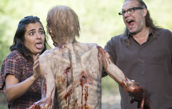 the-walking-dead-episode-512-behind-the-scenes-alanna-masterson-greg-nicotero-590