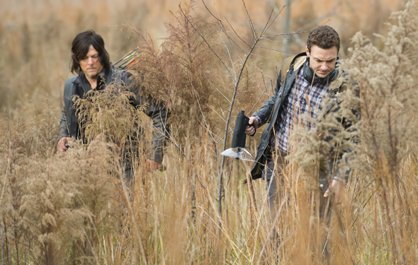 the-walking-dead-episode-516-daryl-reedus-aaron-marquand-photos-590