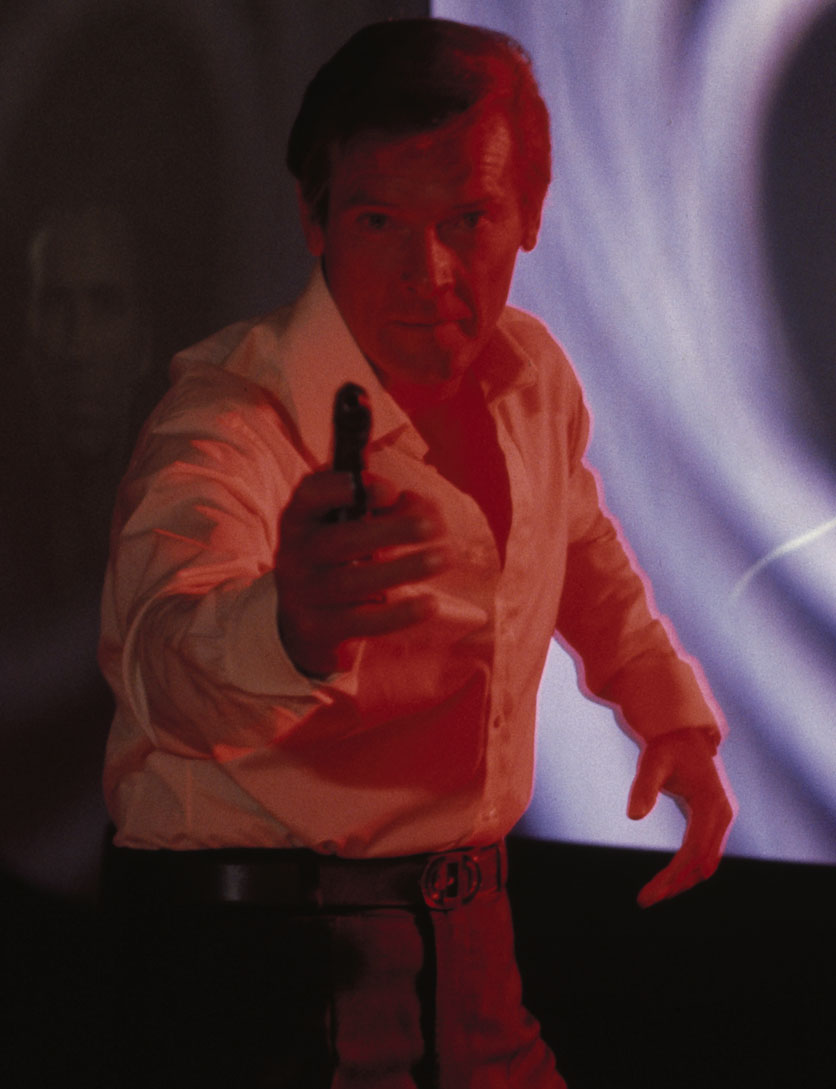 roger-moore-james-bond-6