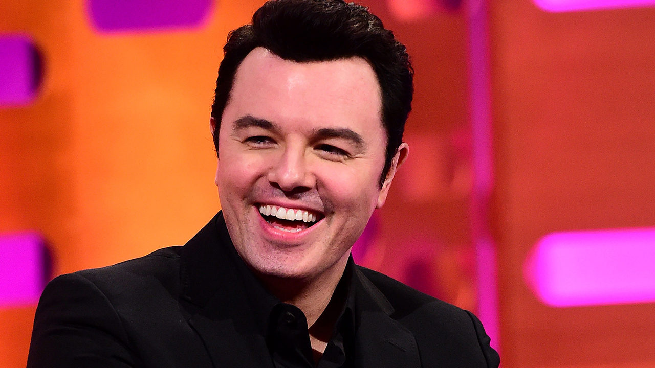 Seth MacFarlane Sings Cyndi Lauper as 'Family Guy'