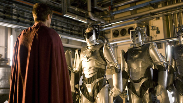 Rory speaks with the Cybermen.