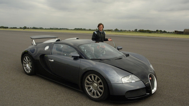 Richard Hammond about to get into the Bugatti Veyron
