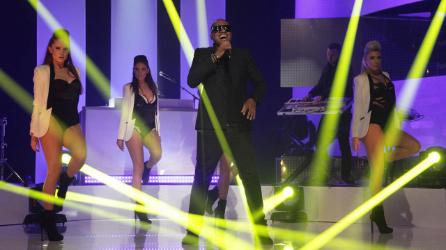 "English R&B sensation Taio Cruz performs his hit, ""Troublemaker."""