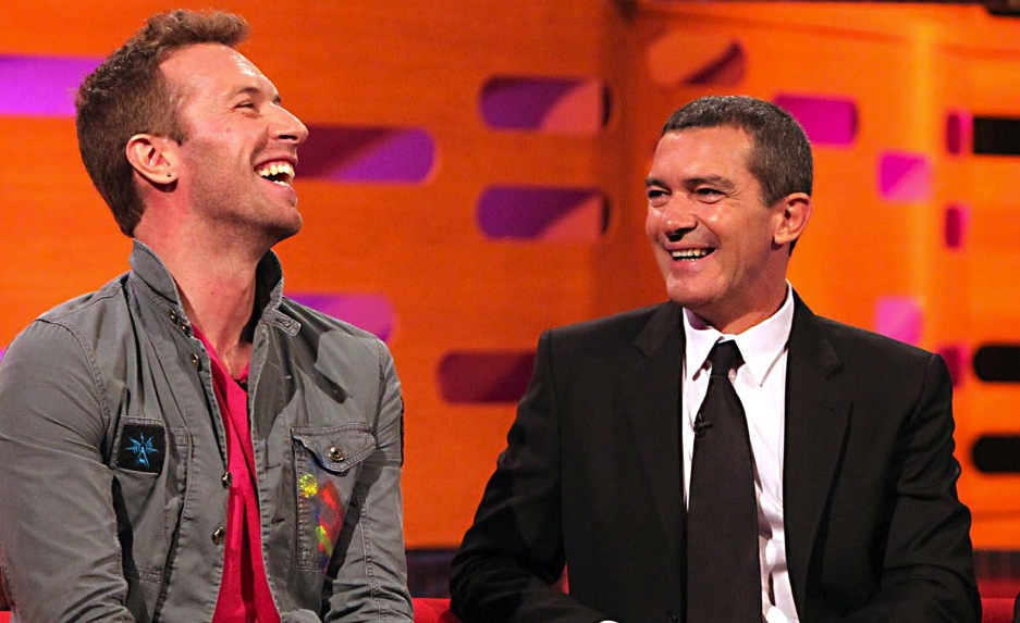 Chris Martin → Antonio Banderas - Ep. 6.  Chris Martin's band Coldplay was featured on the November 12, 2011 episode of 'Saturday Night Live,' hosted by Emma Stone.  Emma Stone will star as Gwen Stacy in 'The Amazing Spider-Man' this year, a role previously played by Bryce Dallas Howard.  Bryce Dallas Howard is daughter of renowned film director and producer, Ron Howard.  Ron Howard directed 'The Da Vinci Code,' which starred Tom Hanks.  Tom Hanks also starred in the Oscar Nominated film, 'Philadelphia,' opposite a young Antonio Banderas.