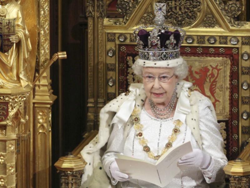 queenelizabeth_throne