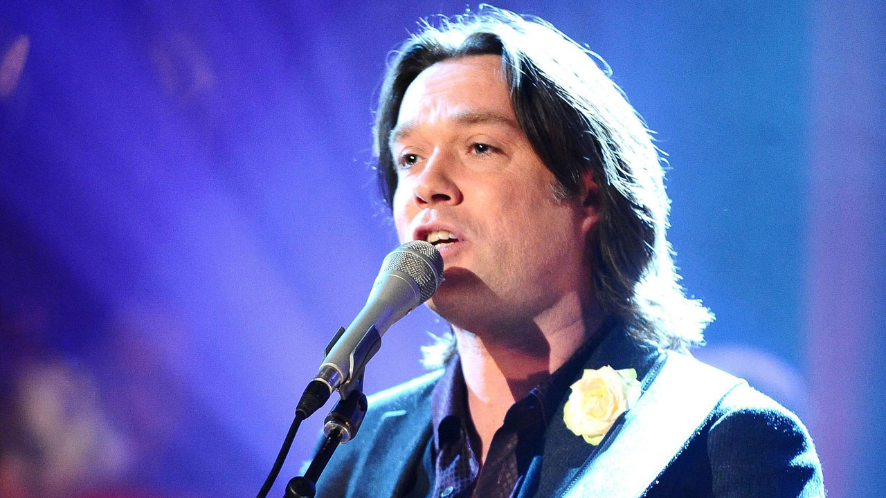 Singer/songwriter Rufus Wainwright performs 'Out of the Game' live in the studio.