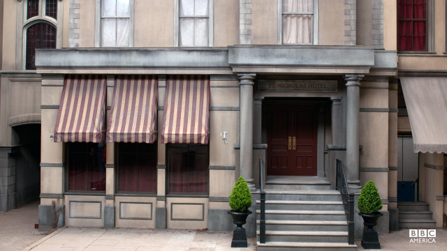 Manhattan's wealth elite lived along pristine streets in uptown New York.