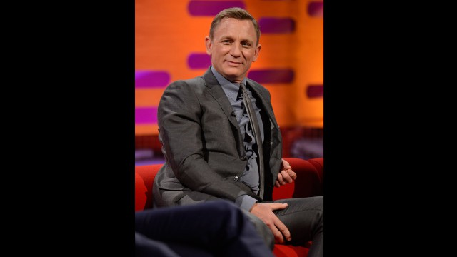 Daniel Craig... lookin' good.