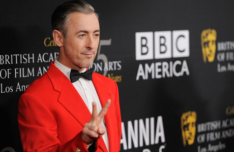 Host Alan Cumming in ravishing red. (Photo by Chris Pizzello/Invision/AP)