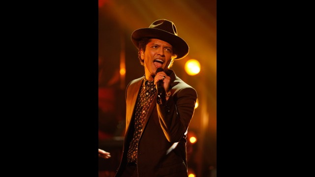 Bruno Mars brings down the house on 'The Graham Norton Show'