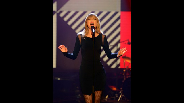 Taylor Swift sings her heart out on The Graham Norton Show.