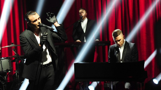 Hurts electrifies the crowd.