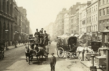 A bustling city street in 1890.   NYC of London? Take the quiz to find out!