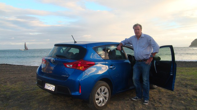 Jeremy Clarkson with a Toyota Corolla in New Zealand
