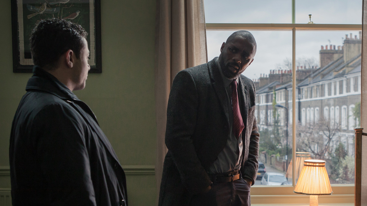 DCI John Luther talks with DS Justin Ripley (Warren Brown).
