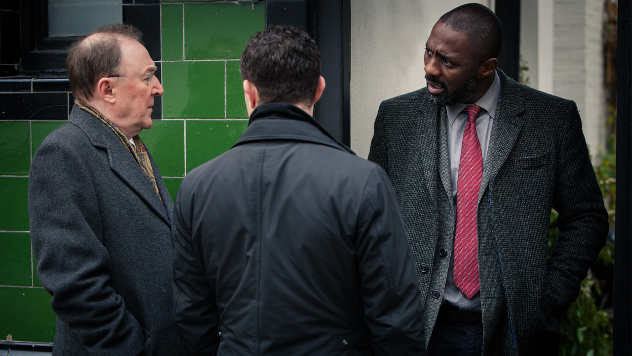 DCI Luther and DS Ripley talk with DSU Martin Schenk (Dermot Crowley).