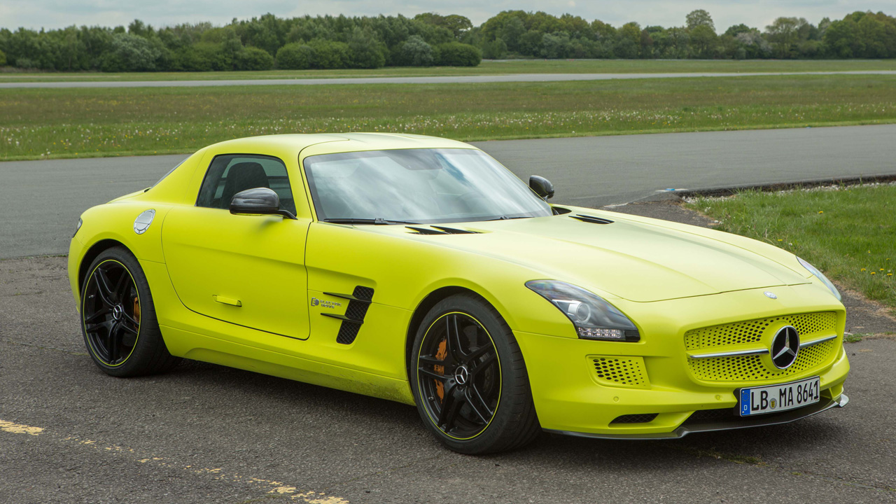 Mercedes SLS Electric on the Top Gear Test Track