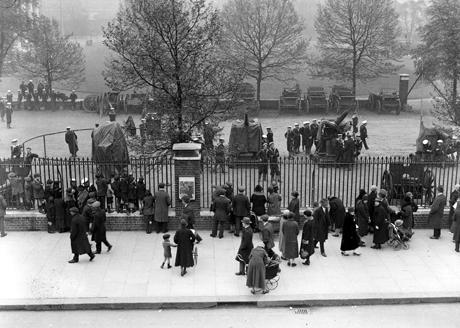 1926, Hyde Park gates