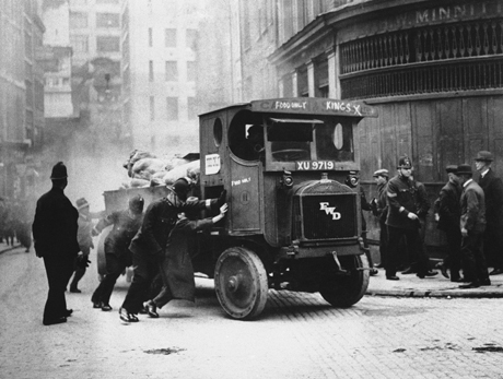 1926, London car stranded