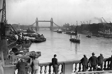 1929, London Bridge looking over the River Thames. (AP)
