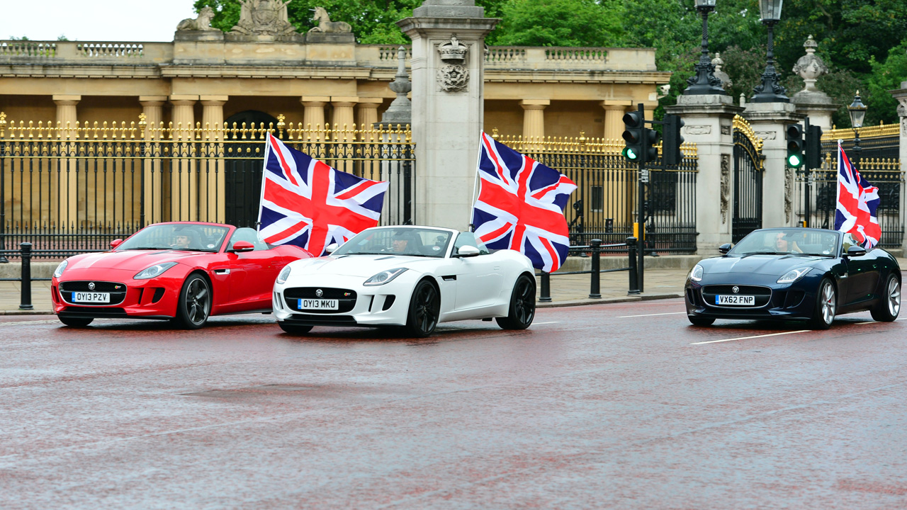 The boys drive by Buckingham Palace.