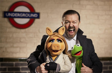 Ricky Gervais, Miss Piggy and Kermit the Frog in 'Muppets Most Wanted'