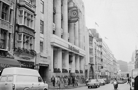 Lunchtime traffic goes down London's Fleet Street - Britain's newspaper row - Jan. 27, 1987. The Times and the tabloid Sun have led an exodus from the capital's center to its Docklands area and new print technology, with the Daily Telegraph, at left, soon to follow. (AP Photo/Bob Dear)