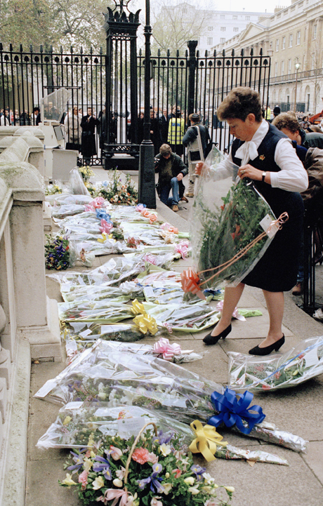 Supporters of Margaret Thatcher leave flowers after announcement of her resignation, 1990. (AP)