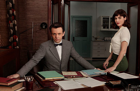 Michael Sheen (seen with co-star Lizzy Caplan, right) in 'Masters of Sex' (Photo: Showtime)