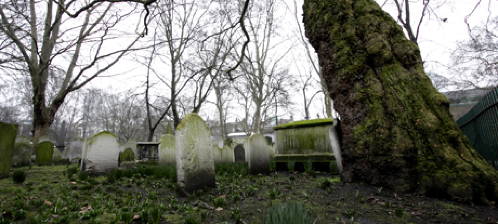 Buildings and Landmarks – Bunhill Fields Cemetery – London