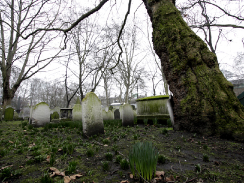Buildings and Landmarks – Bunhill Fields Cemetery – London