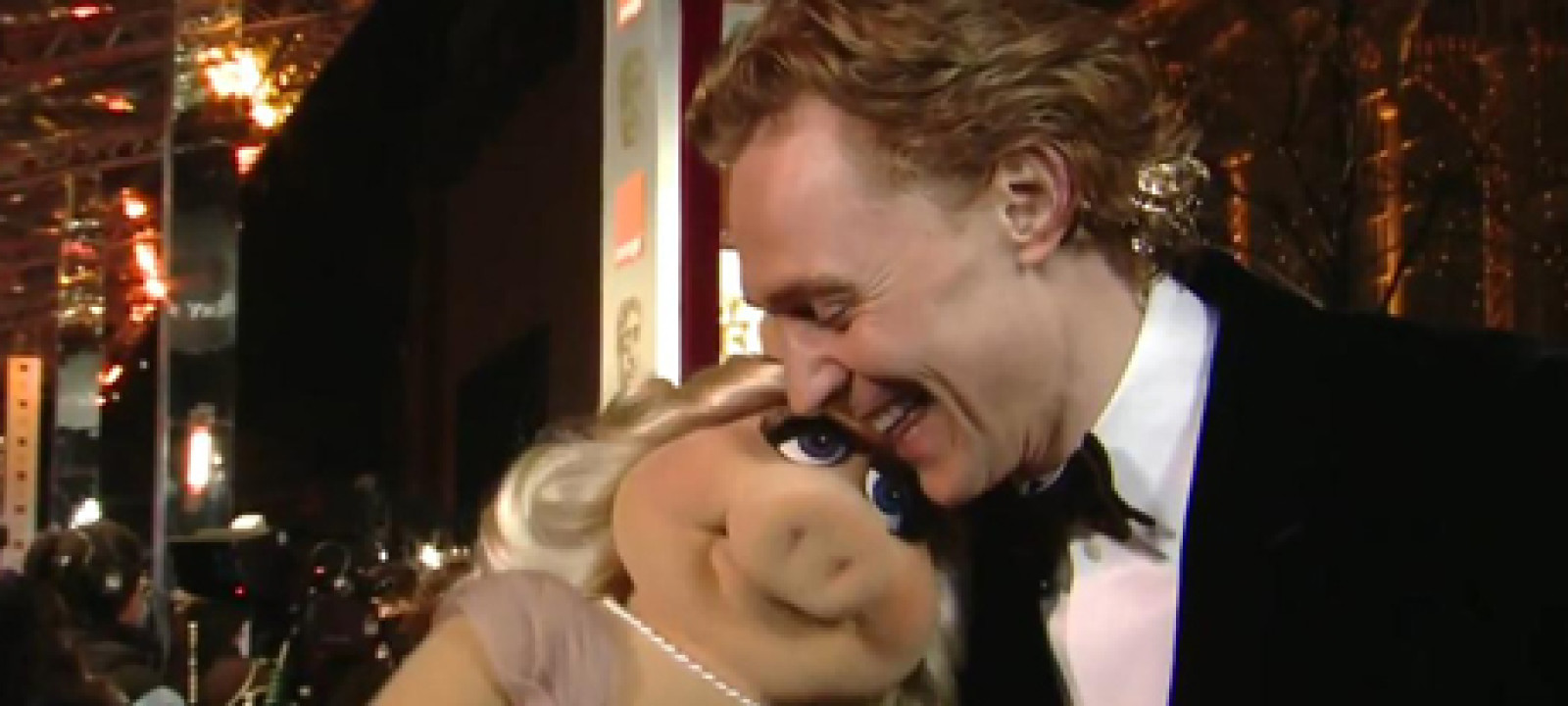 Miss Piggy and Tom Hiddleston