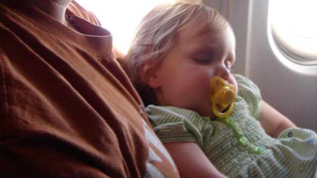 460x300_sleepingbabyplane