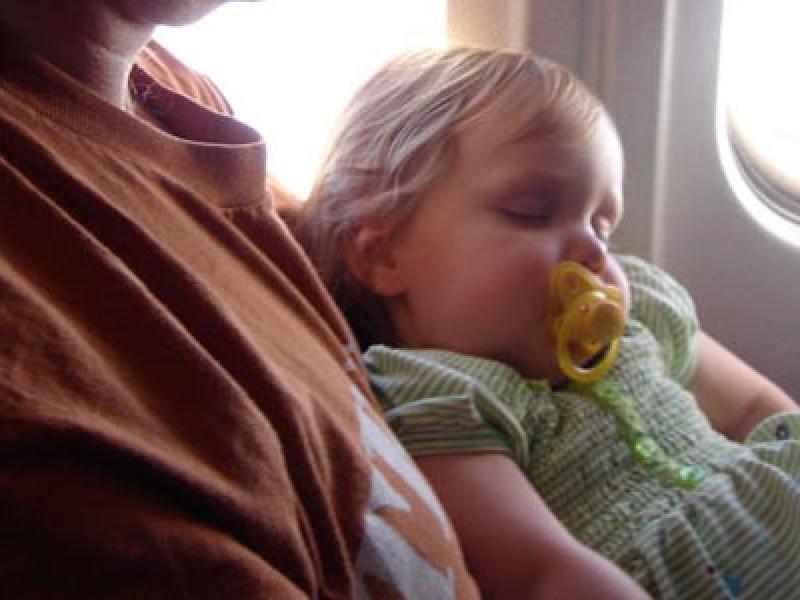 460x300_sleepingbabyplane