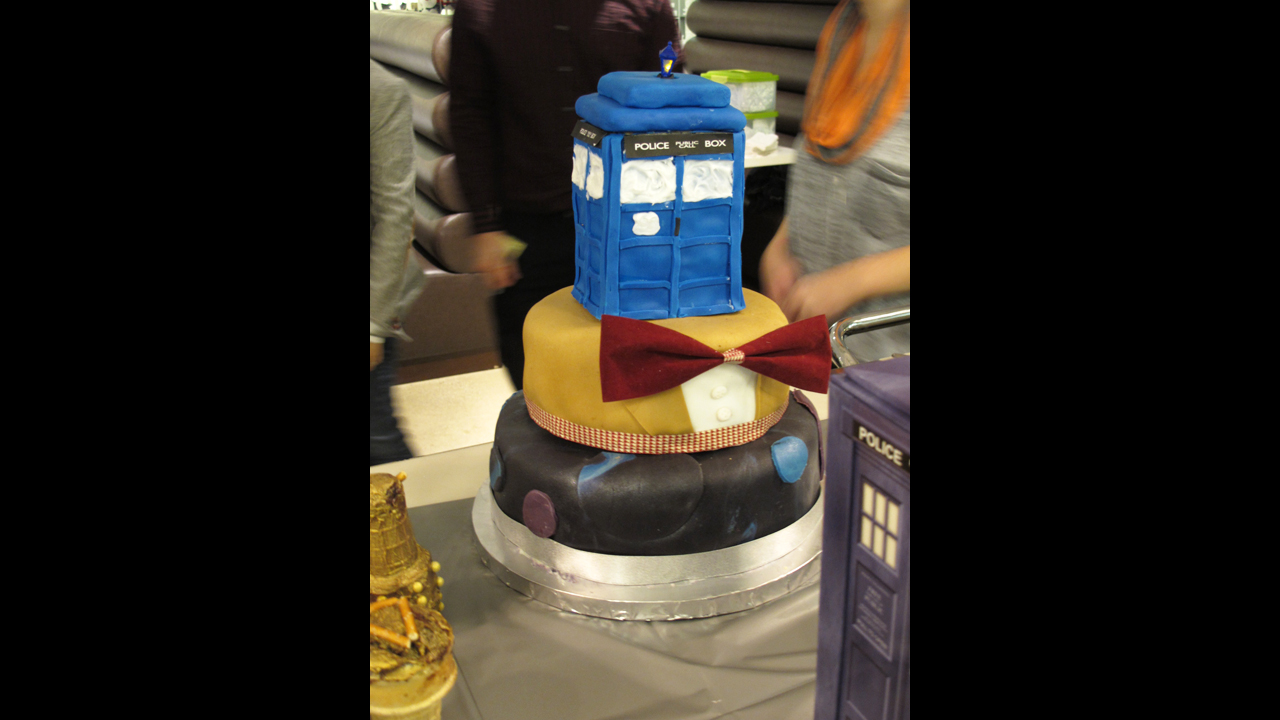 Eleventh Doctor / TARDIS layer cake