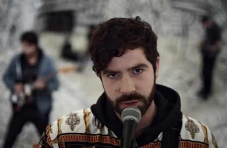 Foals frontman Yannis Philippakis (Photo via YouTube)