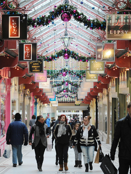 Christmas 2010.File photo dated 23/12/10 of Christmas shoppers in Leeds City Centre purchase last minute gifts. Retailers were expecting bumper sales today as snow-hit Britons seized their last chance to finish Christmas shopping. Issue date: Friday December 24, 2010. Stores were prepared for panic-buying on the high street after the worst winter weather in 100 years forced many to postpone shopping trips in the run-up to Christmas Day. Visa Europe is expected to confirm yesterday was a record-breaker for shoppers with an estimated 26.5 million transactions worth more than £1.2 billion. See PA story CONSUMER Shopping. Photo credit should read: Anna Gowthorpe/PA Wire URN:9956914 (Press Association via AP Images)