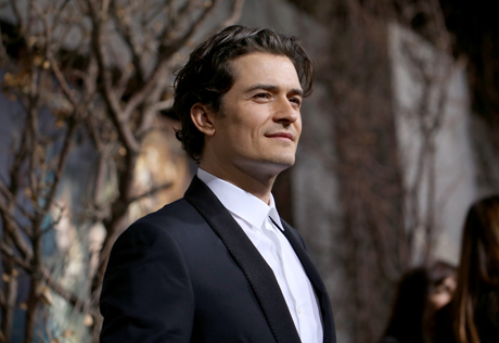 Orlando Bloom looks quite regal on the black carpet. (Matt Sayles/Invision/AP)