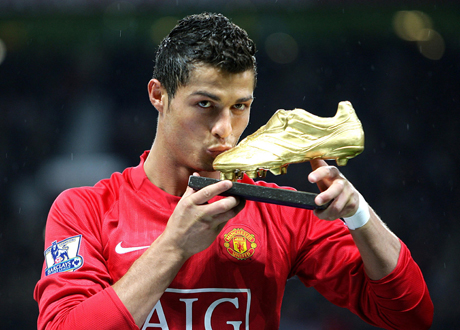 Manchester United's Cristiano Ronaldo kisses his European Golden boot award in front of the Old Trafford crowd ahead of the EnglishPremier League soccer match at Old Trafford, Manchester, England, Wednesday Oct. 29, 2008. (AP Photo/PA, Martin Rickett) ** UNITED KINGDOM OUT  - NO INTERNET/MOBILE USAGE WITHOUT FOOTBALL ASSOCIATION PREMIER LEAGUE (FAPL) LICENCE. CALL +44 (0) 20 7864 9121 or EMAIL info@football-dataco.com FOR DETAILS **