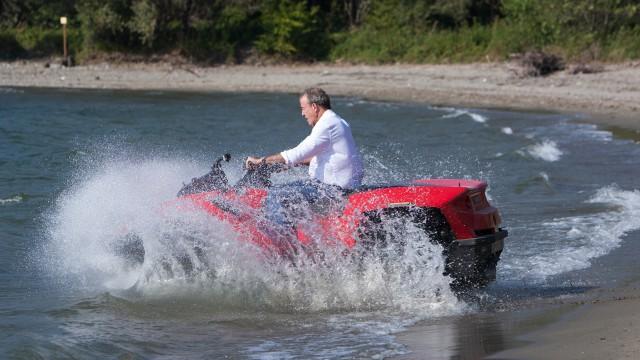 Jeremy Clarkson entering Lake Como on a Gibbs Amphibious Quadski