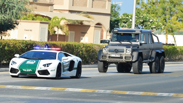Richard Hammond behind the Dubai police in the Mercedes Benz G63 6x6 in Dubai