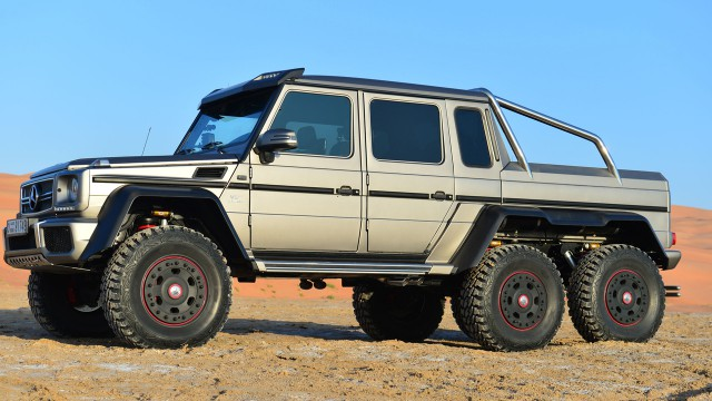 Richard Hammond driving through a pool in the Mercedes Benz G63 6x6 in the empty quarter in Abu Dhabi