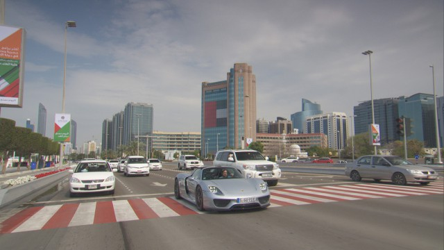 Richard Hammond driving the Porsche 918 in Abu Dhabi