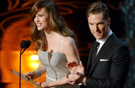 Benedict co-presents Best Production Design with Jennifer Garner.  (Photo by John Shearer/Invision/AP)