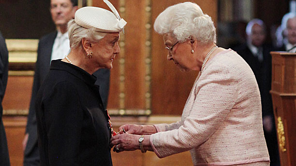 Dame Angela Lansbury and HM the Queen (Press Association via AP Images)